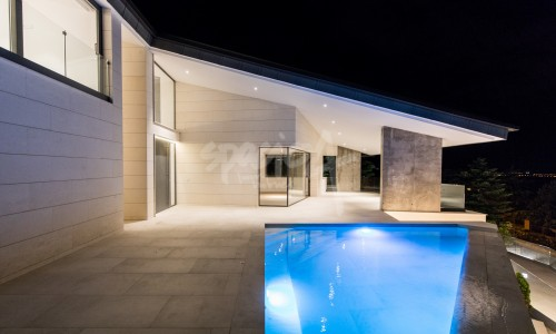 Vivienda unifamiliar aislada y piscina en el escorial
